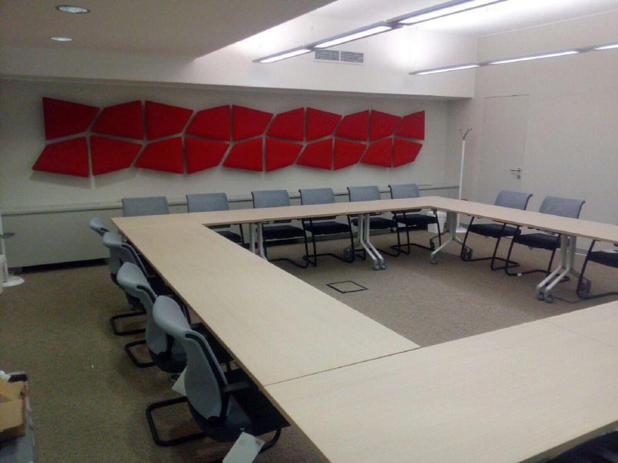 Tavolo Di Ufficio : Montaggio arredo tavolo convention per riunioni in un ufficio di